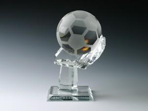 クリスタルサッカーグローブ型スタンド(S) 彫刻アリ
