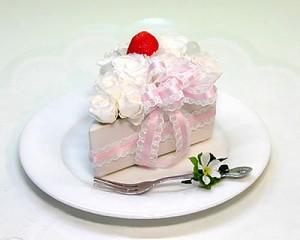 【送料無料】 プリザーブドフラワー バースデーケーキ・イチゴショート 誕生日