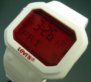 【LEVI'S/リーバイス】メンズ デジタル腕時計 ホワイト/ピンク ホワイトラバーベルト LTB1301