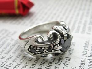 【輝く黒】百合紋章クロス◇ミラーカットオニキスリング◇SVシルバー925 /HR指輪