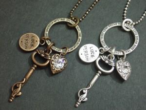 アンティーク調仕上げ幸運の鍵ネックレス・メール便(ゆうパケット)なら送料無料・キレイめ・key・ガーリー・開運・M-1898