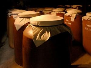 八千代伝白 1800ml 芋焼酎 25度 30年ぶりに復活した蔵。幻焼酎と比較してみて
