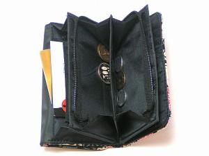 【和柄多機能財布】手触りいいちりめんがオシャレ、便利たっぷり入る使いやすい和柄ちりめんレディース多収納財布。小銭入れも(色13)
