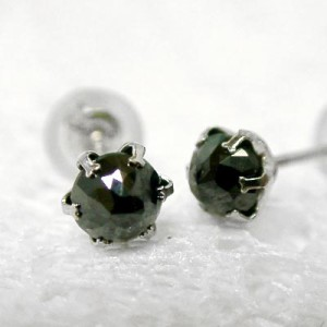 【男女兼用】0.5ctブラックダイヤモンド プラチナ900ピアス