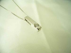 0.05ct一粒天然ダイヤスティックネックレス【K18WG】ケース&保証書付  送料無料 誕生日プレゼント ギフト