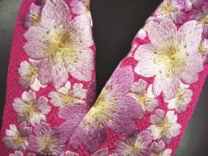 ぎっしり刺繍半衿半襟濃ピンク地桜桜 振袖成人式&卒業式袴・着物に