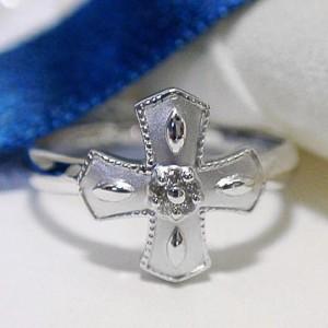クロスデザインにダイヤを飾ったK18WGリング:お届け:3週間