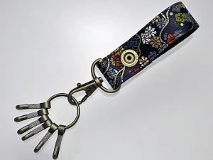 【和柄キーホルダー】和柄金襴6連キーホルダー。6個までの鍵をおしゃれに身に着けられます (色53.金襴青)