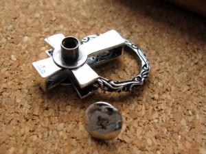 ウォレットのカスタムに!【グアダルーペマリア様】祈りの十字架デザイン・ドロップハンドル/シルバー925&真鍮■シルバー925SV