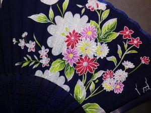浴衣&着物&デニムに 女性レディース用シルク扇子濃紺地野花