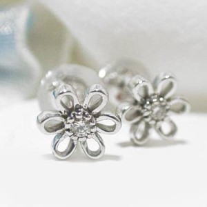 お花が可愛いK18WGダイヤモンドピアス:3週間