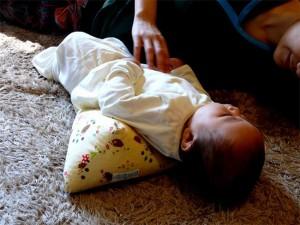 【送料別】向きぐせの防止、頭のゆがみ改善に☆向きぐせ防止クッション Lサイズ[生後5、6ヶ月頃〜1歳くらい]☆