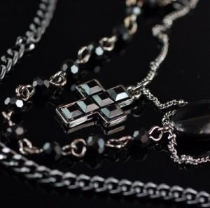【即納】重ね付け風★Black jewelry3連Twin★クロスペンダント♪