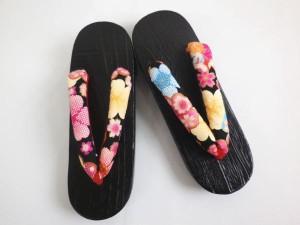 浴衣ゆかたに 艶やか女性用下駄漆黒台黒地桜古典花