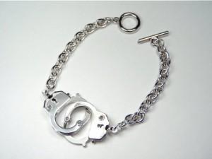 メール便(ゆうパケット)なら送料無料・手錠モチーフブレスレット・ロック・パンク・ゴスロリ・V系・バンギャ・MB-1796