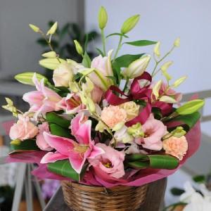 送料無料 ピンクリリー アレンジメント ユリ 百合 誕生日 お祝 送別会 退職祝い