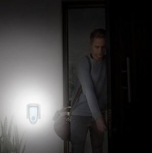 Quarice? 明暗・人感センサーライト【センサーライト・懐中電灯両用 ワイヤレス充電...イイ LED夜間ライト【日本語説明書付き】