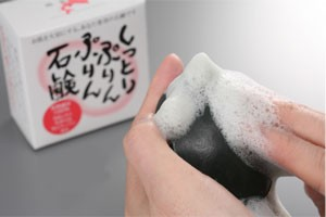 しっとりぷりんぷりん石鹸100g  熊笹茶エキスと熊笹竹炭と鮭コラーゲンが1個の石鹸に凝縮 送料無料/乾燥肌/自然派