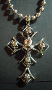 Hellクロスネックレス・メール便(ゆうパケット)なら送料無料・Rock・十字架・スカル・髑髏・骸骨・シルバー・ロック・パンク・M-242