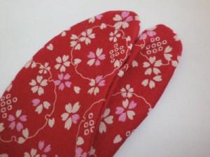 カジュアル着物&袴に 女性ストレッチ柄足袋赤色地桜雪輪(22.5〜25.0)