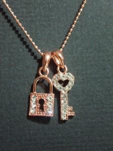 ハート鍵モチーフネックレス・メール便(ゆうパケット)なら送料無料・幸運・ガーリー・バンギャ・可愛い・ゴスロリ・N-1601