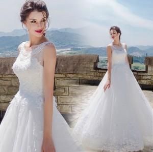 豪華なウェディングドレス ホワイト 二次会 結婚式 披露宴 司会者 舞台衣装 花嫁 パールビーズ ピカピカ ロングドレス