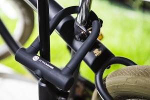 自転車ロック u字 自転車盗難 防止に クロス バイク ロックキー 車体にやさしいシリコンカバー スペアキー3本付き