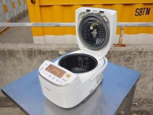 M△パナソニック IH炊飯器 2015年 5.5合炊き エコナビ搭載 ダイヤモンド銅コート釜 SR-PB104 (06526)