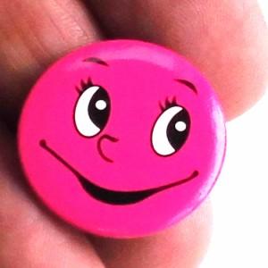 缶バッチ 可愛い缶バッチ ピンクフェイス缶バッチ アメリカンデザイン デザイン缶バッチ 【2.5cm】 h-kb15