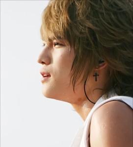 韓国スター・アクセサリー JYJのジェジュンst. ブラック クロス ピアス EARRING(シルバー針/2個1セット)