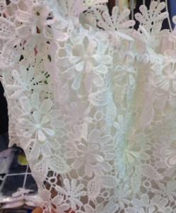 オフショルダー フラワー刺繍 レース素材 ブラウス 透け感 デート