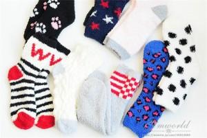 送料無料!一人一点だけ限定!ふわふわソックス 靴下 暖かい クリスマスプレゼント ルームウェア ソックス 女性用  色 ランダム 発送!