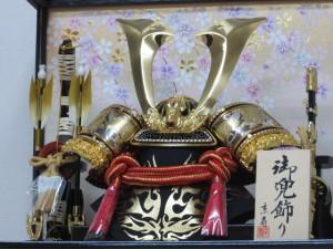 京寿 五月人形 10号中鍬角兜ケース飾り YN50305GKC 間口43×奥行30×高さ41cm 兜飾り ケース入り 木製弓太刀付 真鍮鍬形