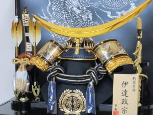 京寿 五月人形 兜飾り ケース入り 木製弓太刀付 間口43×奥行30×高さ38cm 10号金伊達兜ケース飾り YN31311GKC