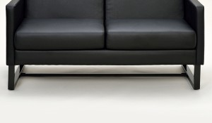 オフィスソファ 2人掛け スクエアソファー 合皮 幅132cm ( 応接間 オフィス家具 ソファー 肘掛け付き ブラック 黒 お )
