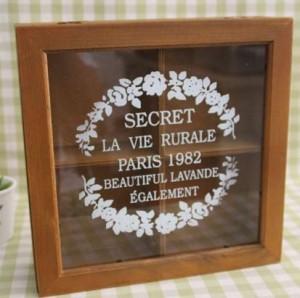 【お取り寄せ】小物入れ ケース 花 ロゴ ガラス蓋 木製 4つの仕切り付き
