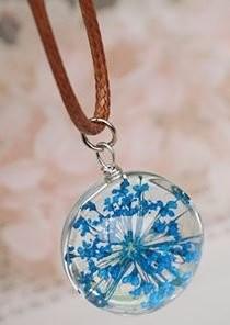 【お取り寄せ】ネックレス ガラス玉 押し花風 ブルーのお花入り (革紐風)