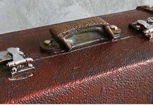 92c6a40589 【お取り寄せ】オブジェ 貯金箱 ビンテージ風 レトロなトランクケース 旅行バッグ型 (レンガ)