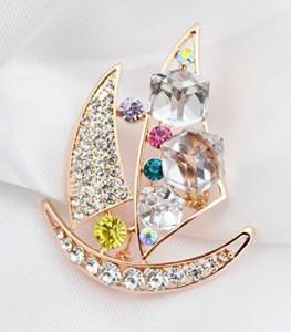 【お取り寄せ】ブローチ エレガント ヨット 船 角型ビジュー キラキラ装飾 (カラフル)