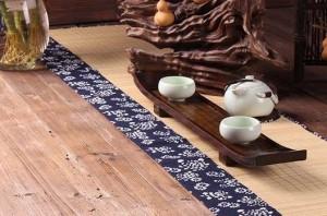テーブルランナー 和モダン 花柄 和柄 竹製 紺色×ナチュラル (小 30×90cm)