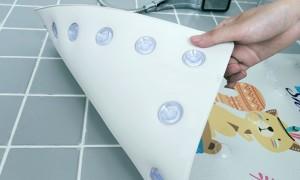 【お取り寄せ】お風呂マット 洗い場 吸盤付き アニメ風 (クマ&リス)