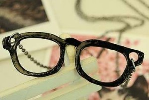 ネックレス ペア アンティーク風 小さめメガネ型 2個セット (ブラック)