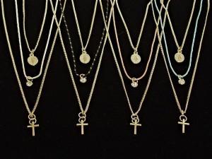 ネックレス ペンダント レディースアクセサリー アクセサリー ファッション クロス キリストメダル 3連 ロングネックレス カラーチェーン