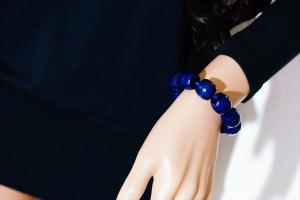 大粒ロイヤルブルーカラーカットビーズ装飾(17mm幅) ゴージャス&エレガントデザイン レディース ブレスレット