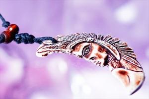 インディアン(ネイティブアメリカン)モチーフ ボーン(骨)風パーツ装飾 牙アレンジ メンズ ペンダント ネックレス【黒紐付き】