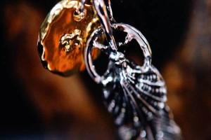 イーグルハート(鷲の胸羽)&フェザー&メディスンホイール ゴールドカラーイーグルチャーム インディアンジュエリー風 ネックレス