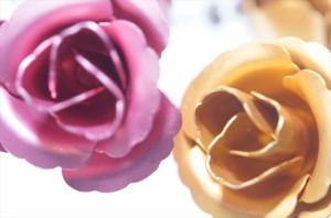 ローズ(薔薇)エレガントデザイン ジュエリー系スタッドピアス【ピンクorマリーゴールド】
