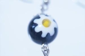 花柄ブラックとんぼ玉 ビーズ付き2スティックドロップデザイン アメリカンフックピアス