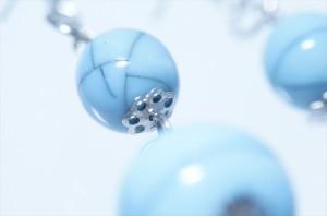 揺れるクラック柄ダブルミルキーブルーボール ドロップデザイン ジュエリー系アメリカンフックピアス
