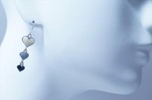 揺れるホワイト&グレー&ブラック3連ハートドロップデザイン ジュエリー系アメリカンフックピアス